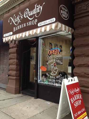 カフェのようなおしゃれな理髪店@ブルックリン。