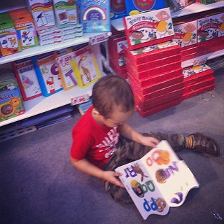 Traffic-causing tot. Timmy grabbed a book from the shelf, plopped down on the floor, then started reading, oblivious to the crowd around him. (Manila Int'l Book Fair)