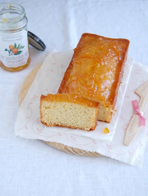 French yogurt cake with marmalade glaze / Bolo de iogurte com calda de geléia de laranja