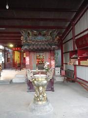 在店仔街盡頭的土地公廟-斯馨祠,為十四張當地居民的信仰中心,建於 1779年(後因天災損毀而於1993年時整修),當時是由當地居民 為了感謝神明保佑所建。「斯馨」為河洛音「思鄉」所轉化而來,表達出 自中國來台的台灣先民對於故鄉的懷念。