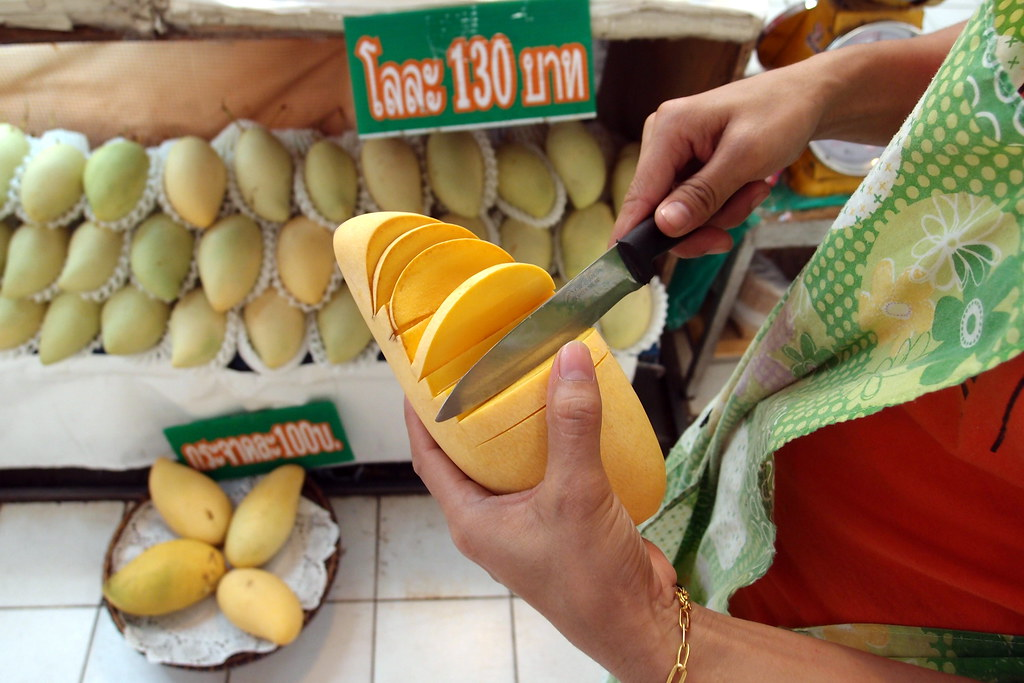 Or Tor Kor Market: Thai Mangoes
