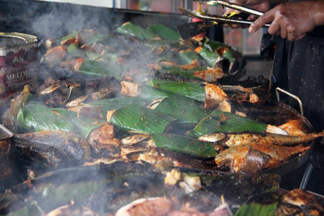 8053236777 35ce161177 o Ikan Bakar   Malaysian Grilled Seafood Worthy of a Pilgrimage