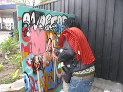 BankSlave giving a spraypainting lesson