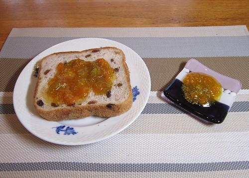 パンに塗ったほおずきジャム 2012年10月6日 by Poran111