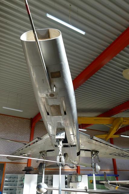 Unterseite: F-100F Super Sabre