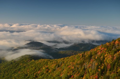 autumn fall clouds sunrise fallcolor ridge overlook blueridgeparkway pisgahnationalforest clouddeck northcarolinancdevilscourthouse