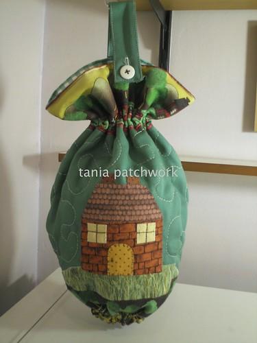 Puxa Saco Casinha ( versão em verde) by tania patchwork