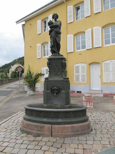 fontaine et monument raon l'etape 080