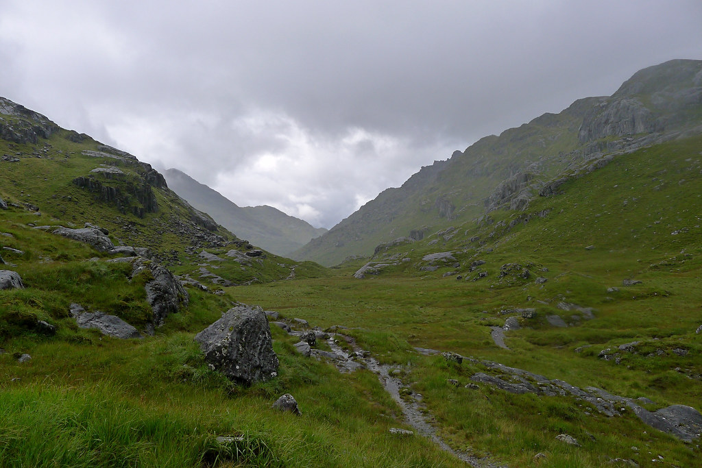Approaching the head of Glen Dessary