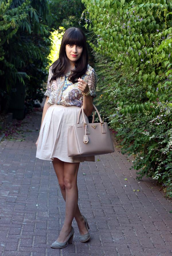 israeli fashion blog, prada bag, paisley blouse, nude pumps, בלוג אופנה, תיק פראדה, פייזלי, חצאית זארה