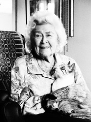 Remarkable women - The artist and her cat
