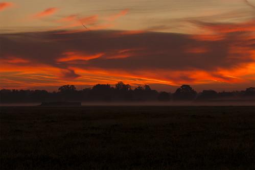 red sky orange rot fog sunrise fire heaven nebel foggy himmel burning sonnenaufgang brennend neblig götting canon550d eosrebelt2i
