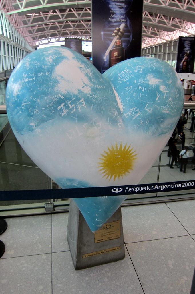Buenos Aires: Aeropuerto Internacional Ministro Pistarini - Corazones Argentinos