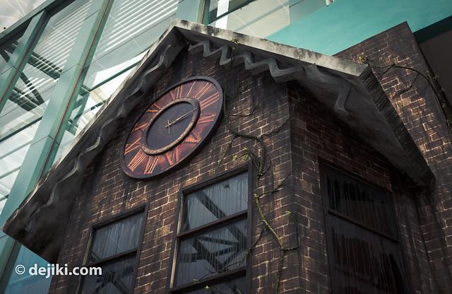 House of Dolls clock