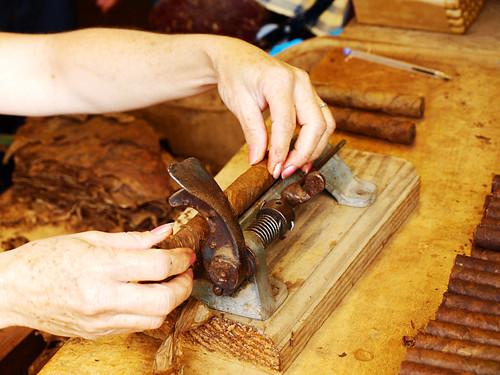 Cutting Cigar, Cigar Factory, Breña Alta, La Palma