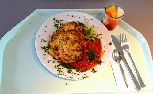 Zucchinipuffer mit Broccoli & Tomaten