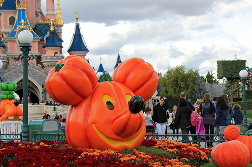 Mickey is a Jack o' Lantern