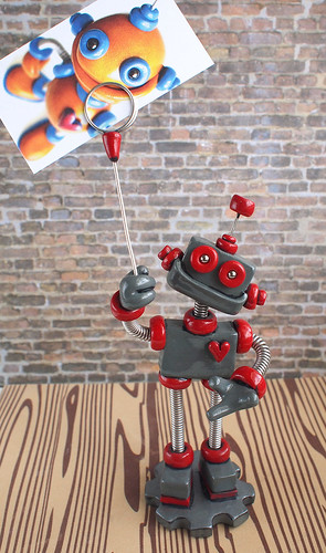 Grey Geoff Robot Wire Photo Holder by HerArtSheLoves