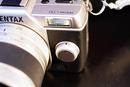 PENTAX-Q10-07-silver-dial
