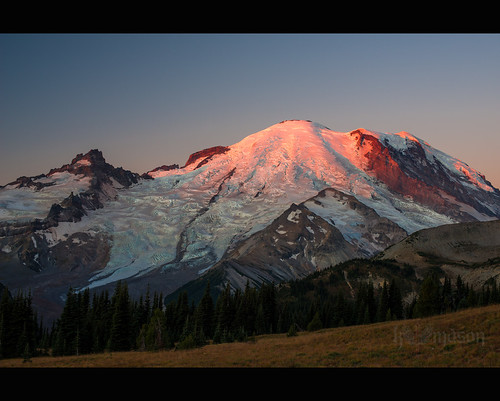 red sunlight mountain snow sunrise dawn washington nationalpark unitedstates mountrainier rainier ashford alpenglühen nikonafsnikkor50mmf14g