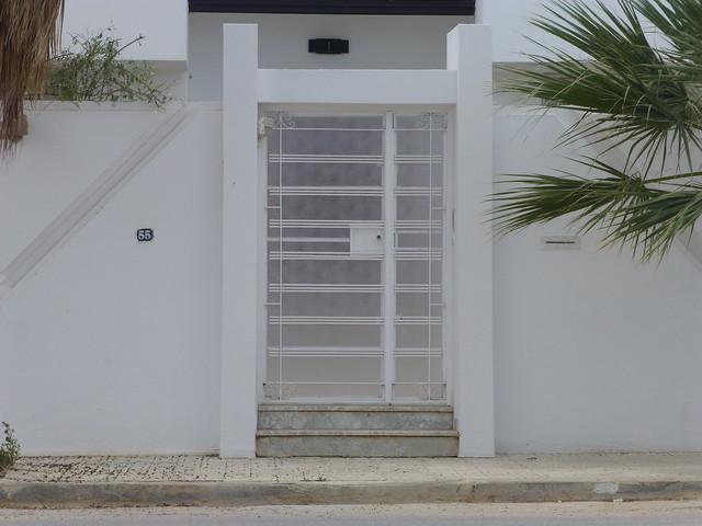 Porte ext rieure de maison en banlieue de tunis flickr photo sharing - Porte en fer forge exterieur ...