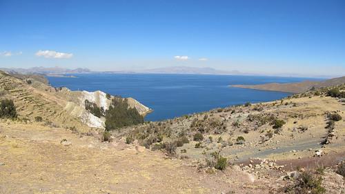 Lac Titicaca: la roche se colore sur l'Isla del Sol