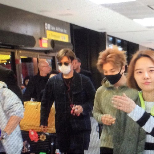 Big Bang - Newark Airport - 08oct2015 - Fan - 01