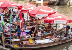 Floating markets near Bangkok, Thailand. • • • • • #travel #thailand #amazingthailand #tourismthailand #artofvisuals #athomeintheworld #awesome_earthpix #awesome_photographers #awesomeearth #awesomeglobe #TLPicks #bestplacestogo #discoverglobe #earthfocus
