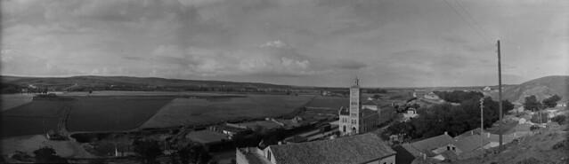Panorámica de la Estación de Ferrocarril y la Huerta del Rey en 1921 desde el cerro del Castillo de San Servando. Fotografía de José Regueira. Filmoteca de Castilla y León. RESEP-185