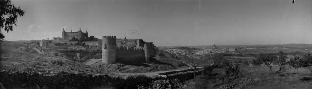 Panorámica de Toledo en 1921 desde el cerro del Castillo de San Servando. Fotografía de José Regueira. Filmoteca de Castilla y León. RESEP-148