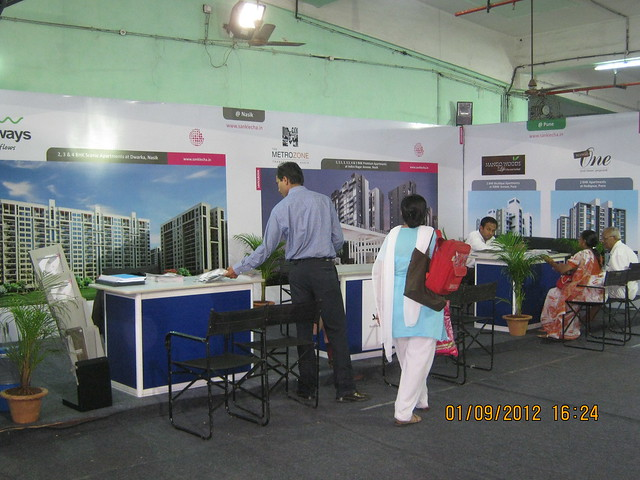 "Visitors at Maharashtra Times ""Simollanghan"" - Exhibition of Nashik, Kolhapur, Solapur, Aurangabad Properties"