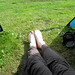 Blote voeten in het gras, beter wordt het niet!