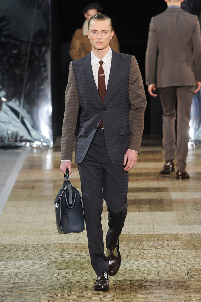Max Rendell3031_1_FW12 Paris Louis Vuitton(Fashionising.com)