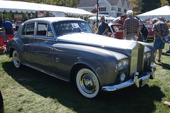 bentley s1(0.0), jaguar mark ix(0.0), jaguar mark 1(0.0), automobile(1.0), rolls-royce(1.0), rolls-royce phantom vi(1.0), rolls-royce phantom v(1.0), bentley s2(1.0), vehicle(1.0), rolls-royce silver cloud(1.0), antique car(1.0), sedan(1.0), classic car(1.0), vintage car(1.0), land vehicle(1.0), luxury vehicle(1.0),