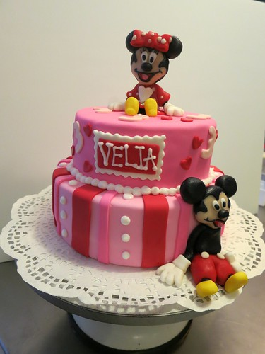 Minnie Mouse Birthday Cake by CAKE Amsterdam - Cakes by ZOBOT