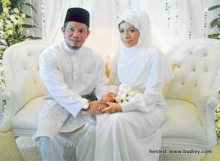 gambar ustazah sharifah khasif dengan pasangannya dato seri mohamad
