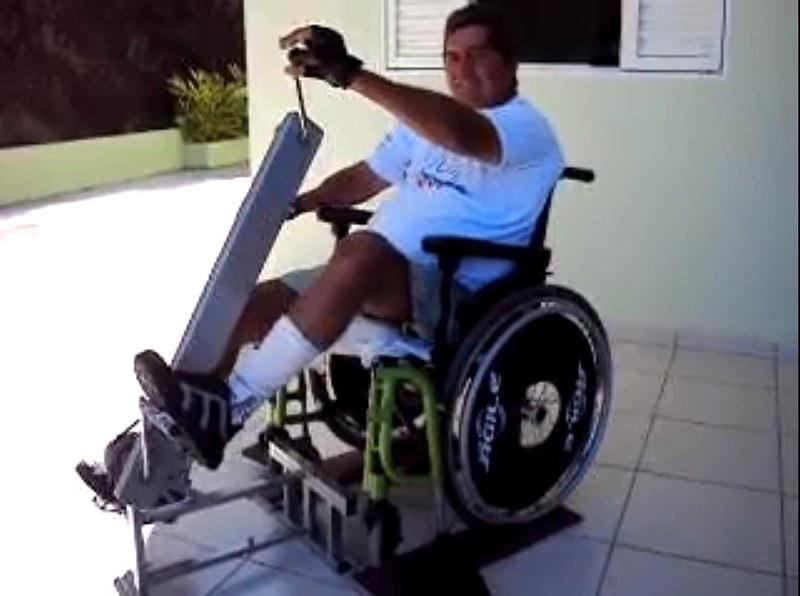 Aparelho para Exercitar Braços e Pernas de Paraplégicos