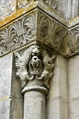 Détail de chapiteau de l'église abbatiale de la Roë - Mayenne