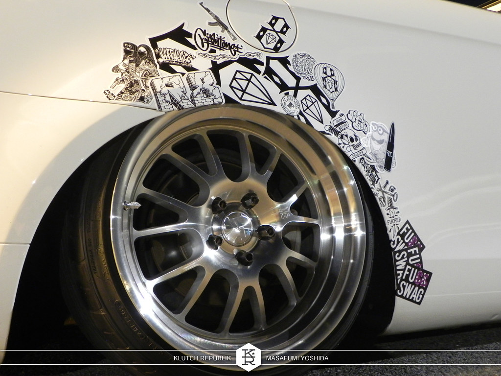 2007 white vw eos klutch republik wheels sl14 18x9.5 airride airlift bagged slammed low lower lowest stanced fitted fitment tucked drop poke stretch hellaflush lips waffeled