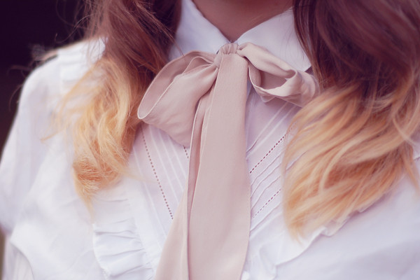 wardrobeblock : white ruffle shirt car boot thrifted vintage pale pink ribbon bow