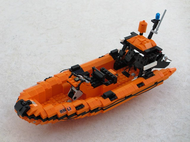 RNLI Atlantic 75 lifeboat (1)
