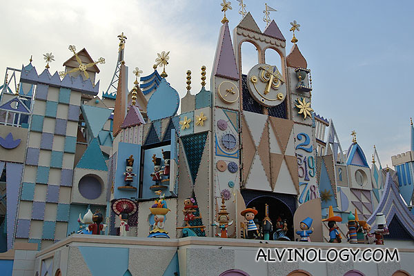 "Do check out the hourly puppet display at the giant clock tower at the entrance of ""It's a Small World"""
