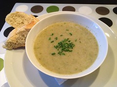Lettuce soup with bread and 2 salads