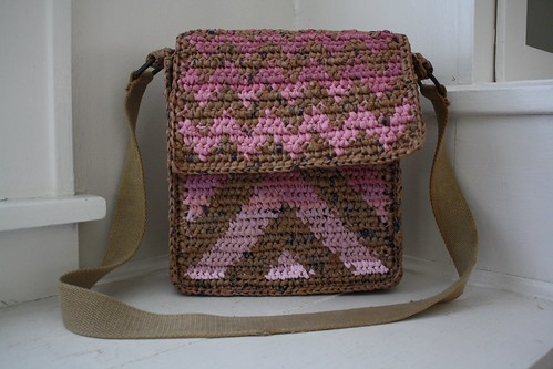 plarn chevron messenger bag