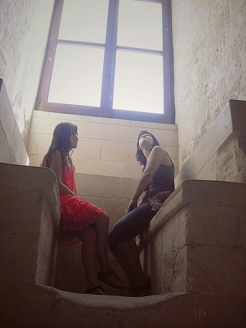 Le ragazzine sotto la finestra