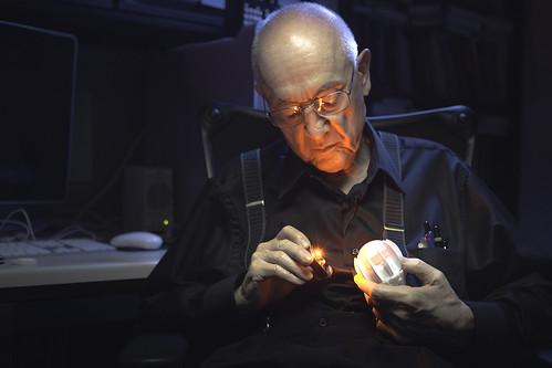 Светодиоду исполнилось 50 лет - интервью с изобретателем (Видео)