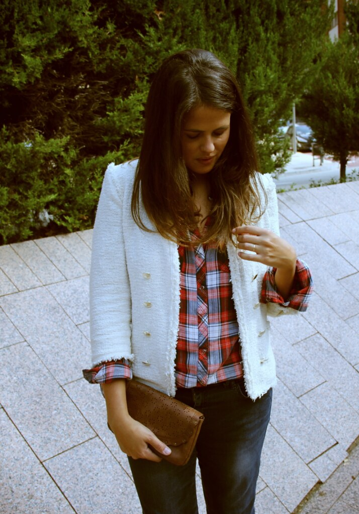 Look camisa cuadros + chaqueta tweed