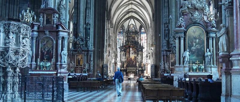 01 维也纳市中心的St. Stephen's Cathedral