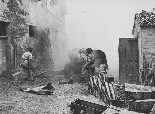 British Gunners  firing anti-tank  QF 17 pounder on the streets of an talian city 1944