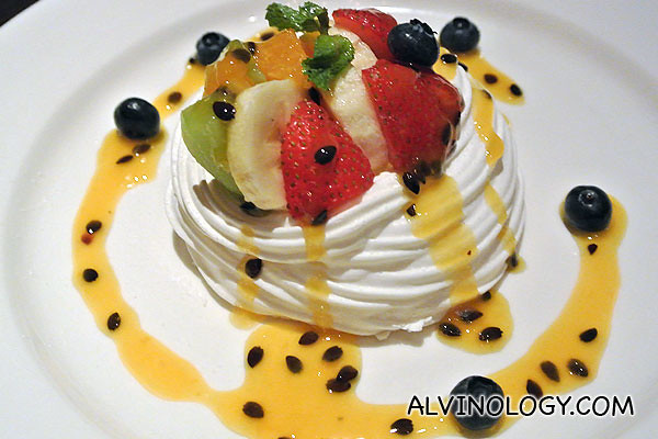 Pavlova with Chantilly Cream (S$18)